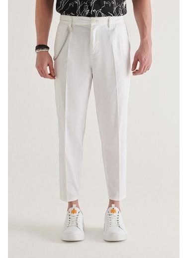 Avva A11Y3010 Yandan Cepli Pileli Zincir Detaylı Düz Relaxed Fit Pantolon A11Y3010 Beyaz